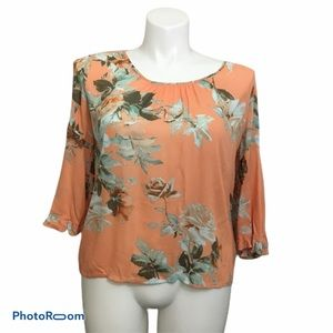 Coco & Jameson floral 3/4 sleeve top. Large